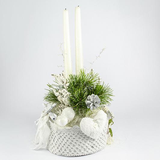 Nostalgický bílý zimní svícen s krajkou 7