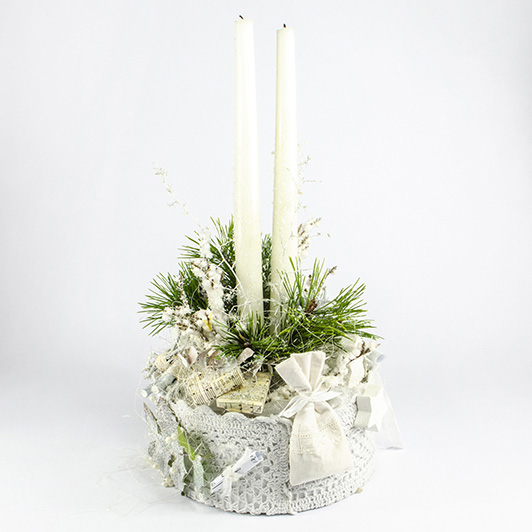 Nostalgický bílý zimní svícen s krajkou