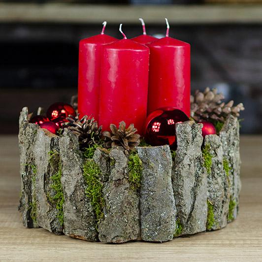 Luxusní adventní svícen s červenými svíčkami 1