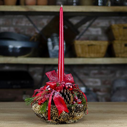 Úchvatný vánoční svícen s červenými doplňky 1