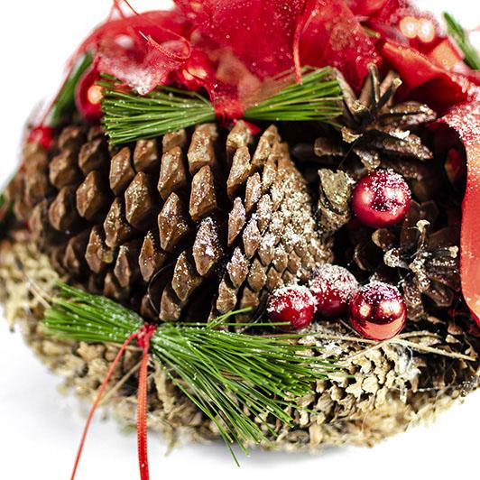 Úchvatný vánoční svícen s červenými doplňky 2