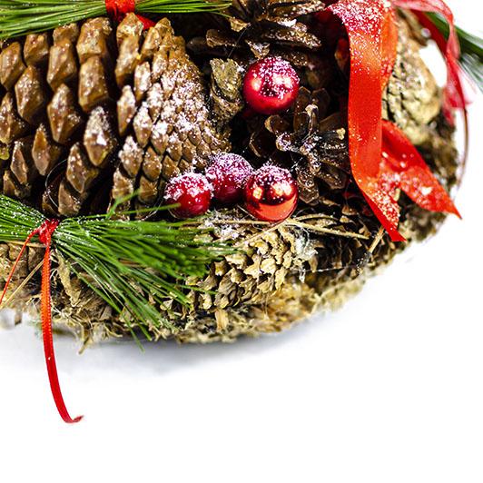 Úchvatný vánoční svícen s červenými doplňky 4