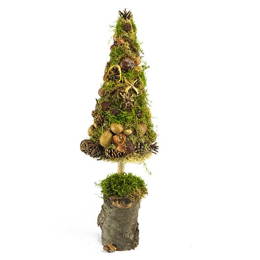 Skromný stromek z mechu a přírodních plodů  4