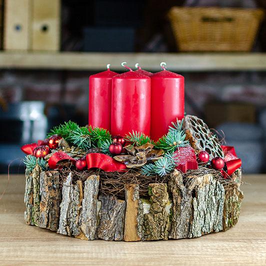 Luxusní adventní svícen s exotickými plody a červenými svíčkami 1