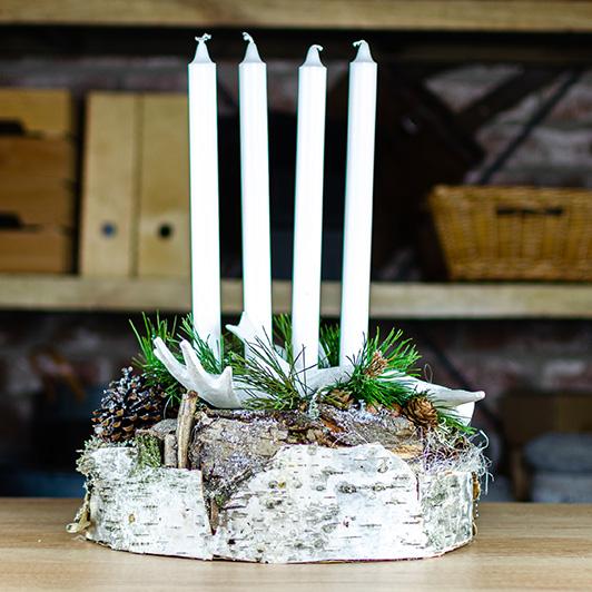 Jednoduchý skandinávský adventní svícen s parožím 1