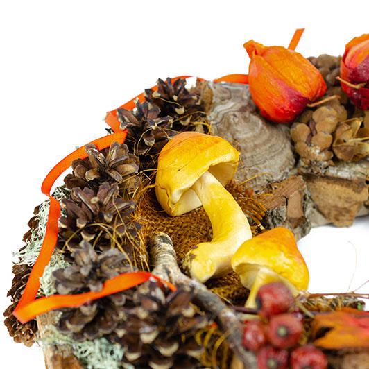Podzimní věnec se žluto-oranžovými dekoracemi 1