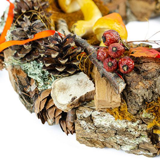 Podzimní věnec se žluto-oranžovými dekoracemi 3