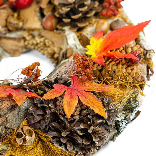Podzimní věnec se žluto-oranžovými dekoracemi 4
