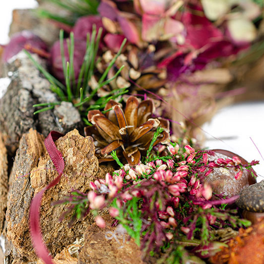 Podzimní věnec s vínovými dekoracemi 1