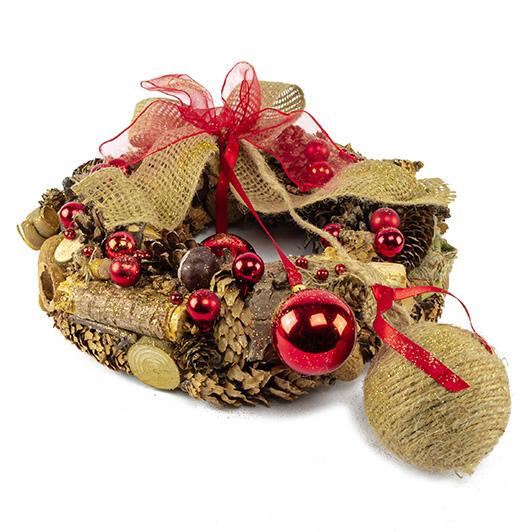 Vánoční přírodní věnec se zavěšenými koulemi a jutovou mašlí 2