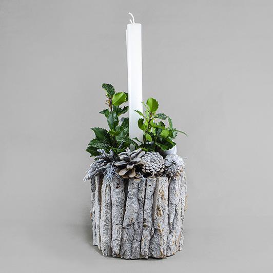 Jednoduchý pohledný bílý vánoční svícen 3