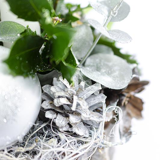 Jednoduchý pohledný bílý vánoční svícen 5