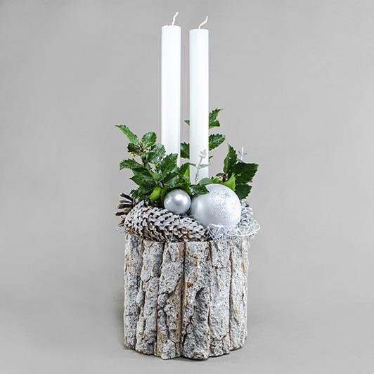 Jednoduchý pohledný bílý vánoční svícen