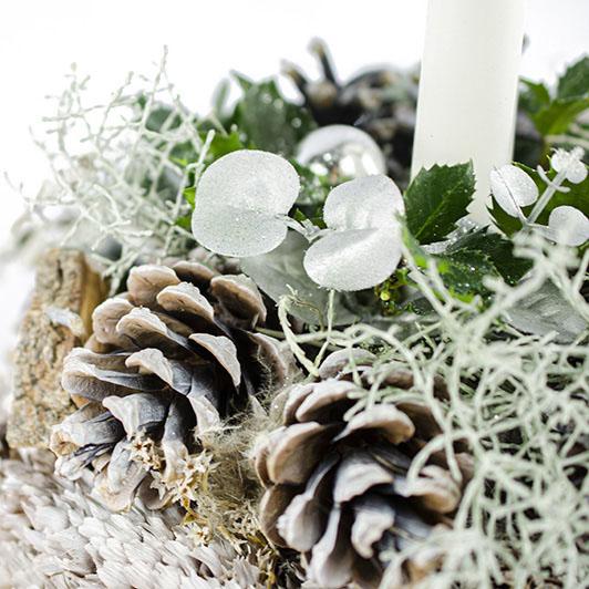 Něžný bílý vánoční svícen 5
