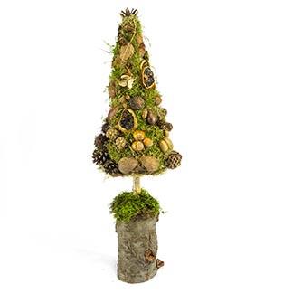 Skromný stromek z mechu a přírodních plodů